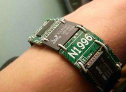 Bracelete de circuitos impressos, um exemplo do que se encontra no site