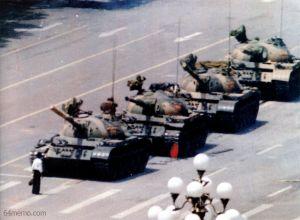 Protesto na Praça da Paz Celestial, típica cena censurada pelo Google.cn