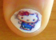 Unha com desenho da Hello Kitty